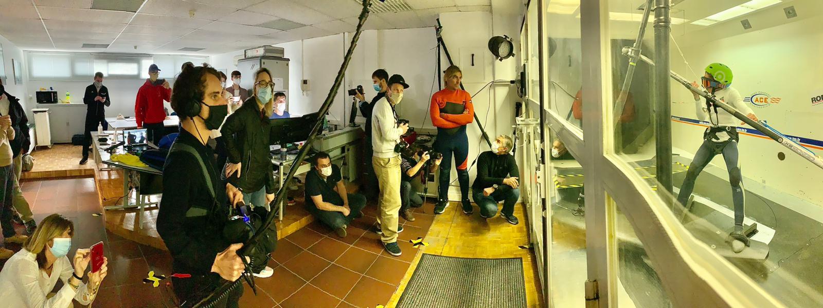 Essais en soufflerie de Magny-Cours de Pierre Schmitz sous les yeux d'Antoine, Marc, des techniciens et journalistes