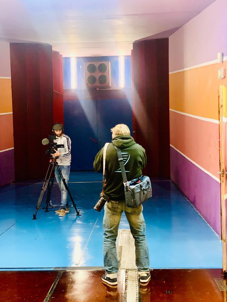 Soufflerie Saint Cyr l'Ecole le photographe Richard Bord et le réalisateur Jérémie Reullier se prennent mutuellement dans l'objectif