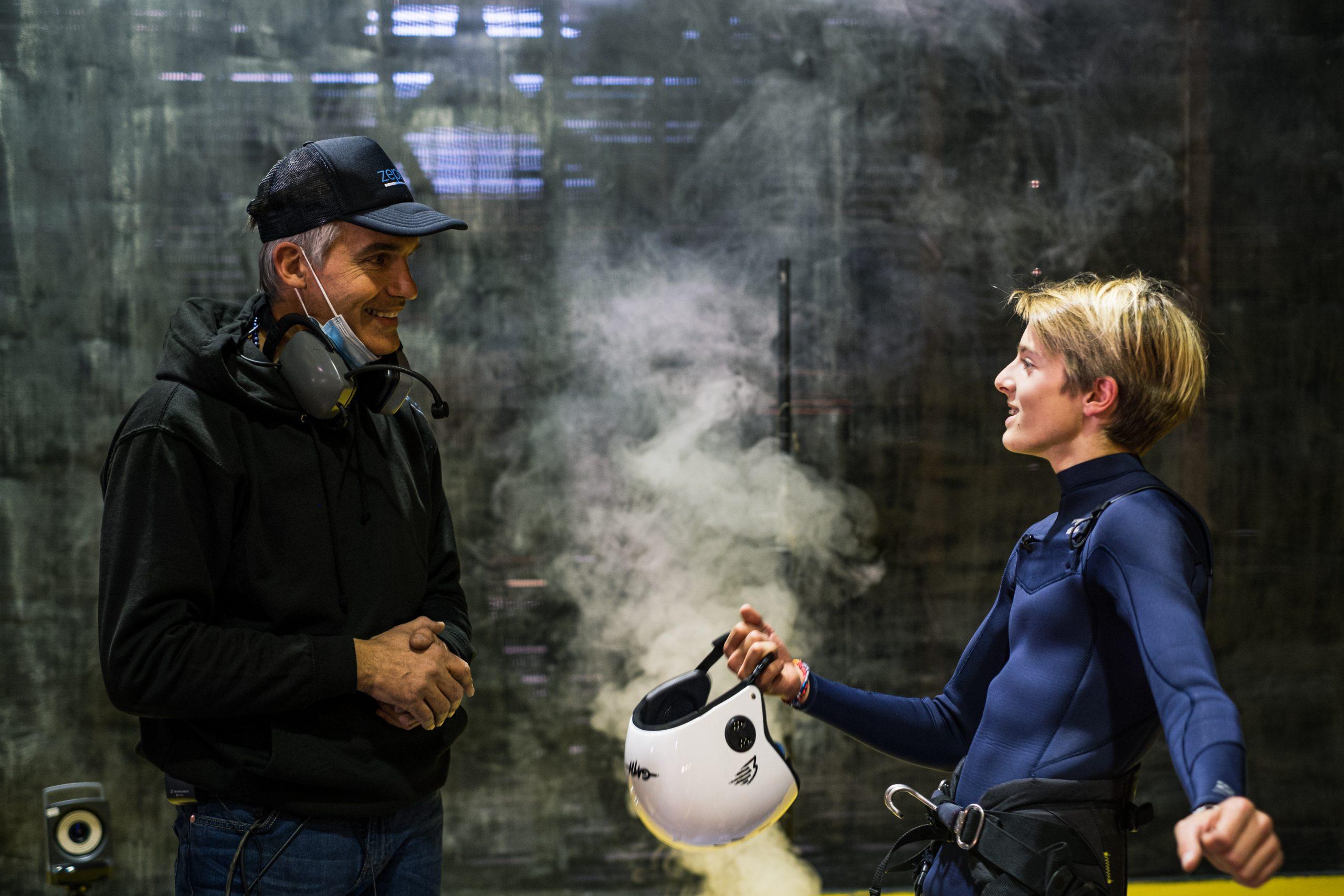 Projet Zephir Marc Amerigo et le jeune Pierre Schmitz discutent de leur dernier essai dans la fumée
